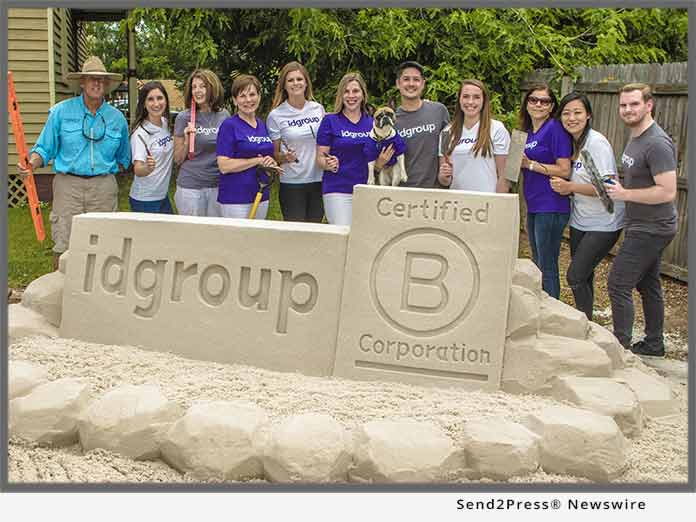 idgroup team and Rick Mungeam sand sculptor