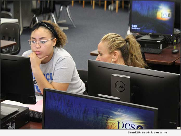 Sydney works alongside her mother at a FAFSA Completion Session